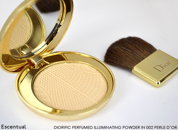 Dior Golden Winter Diorific Perfumed Illuminating Powder Compact
