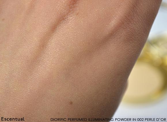 Dior Golden Winter Diorific Perfumed Illuminating Powder Swatch
