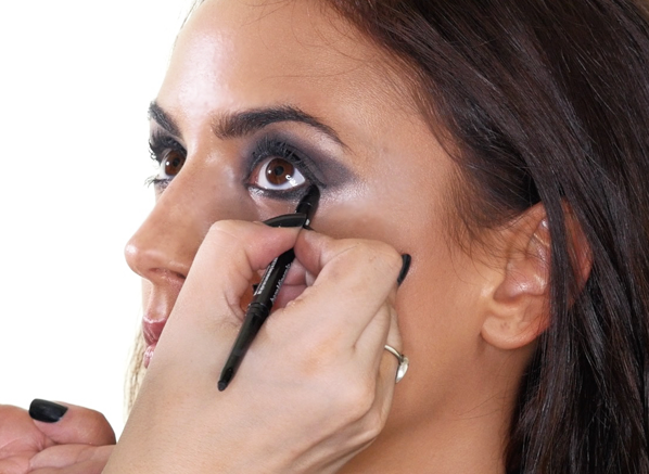 Nadia Forde Smokey Eye Look - Eyeliner Application