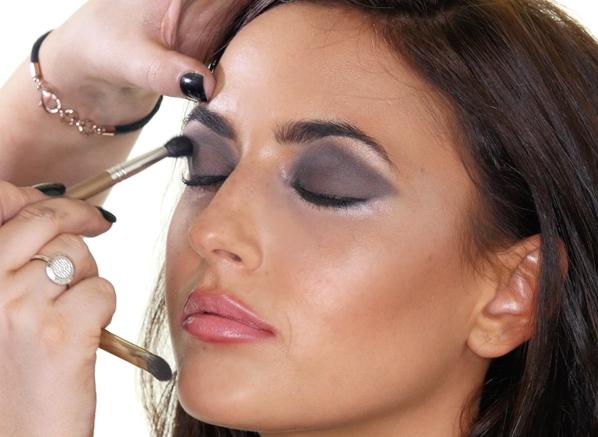 Nadia Forde Smokey Eye Look - Eyeshadow Application
