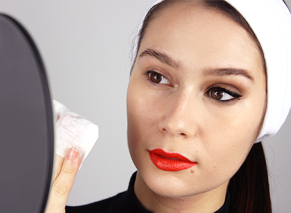 How You Should Really Remove Your Makeup - Banner