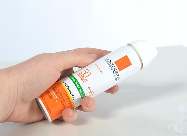 French Pharmacy La Roche-Posay Anthelios Anti-Shine Invisible Fresh Mist Spray SPF50+ Bottle