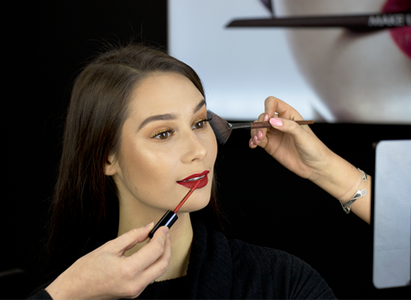 5 Expert Tips for a Stand Out Makeup...