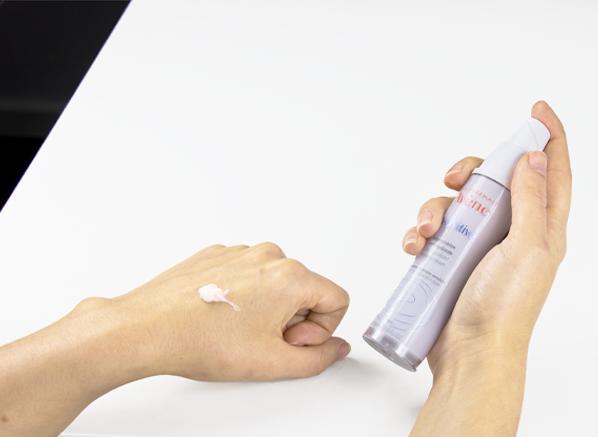 Avène A-Oxitive Antioxidant Water-Cream Texture Shot