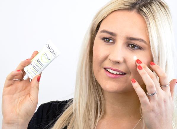 Chelsey using Bioderma Sebium Pore Refiner