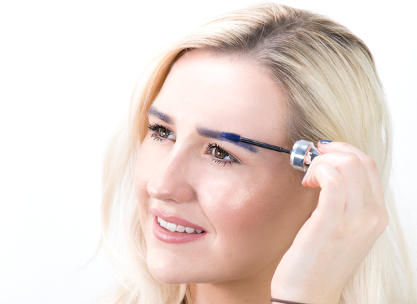Chelsey Wears Benefit 3D BROWtones – Eyebrow Enhancer in Deep Blue
