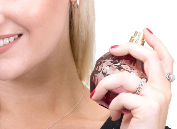 Blog-Size-Chelsey-Using-Jimmy-Choo-Fever-Eau-de-Parfum