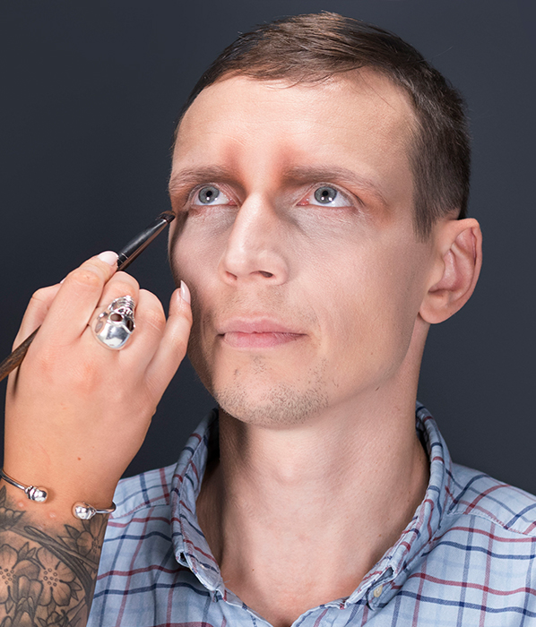 Easy skull Halloween makeup for men - Urban Decay Shapeshifter Palette eye sockets