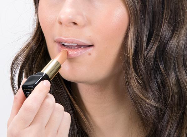 Ceryn wearing GUERLAIN KissKiss Lipstick