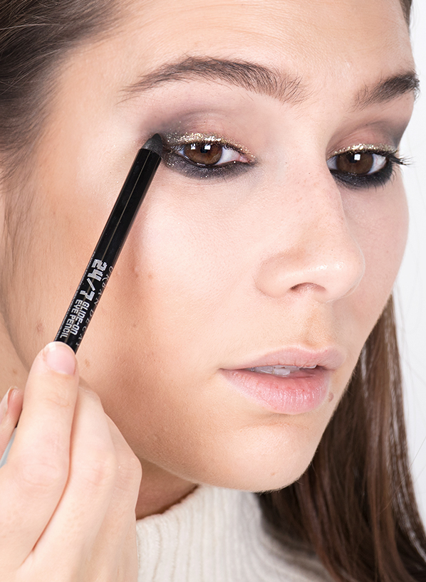 Urban Decay 247 Eyeliner in Zero - Model Shot - Blog Edit