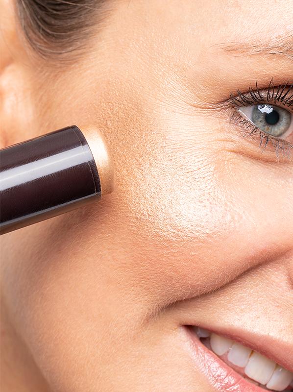 Best Cream Glow Textures: GUERLAIN Terracotta Skin Highlighting Stick in Gold