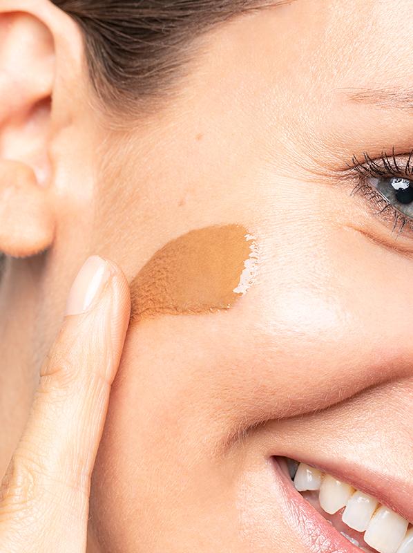 bareMinerals bareSkin Sheer Sun Bronzer Serum on Skin